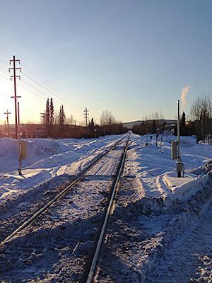 線路。日本の電車の線路より広め。