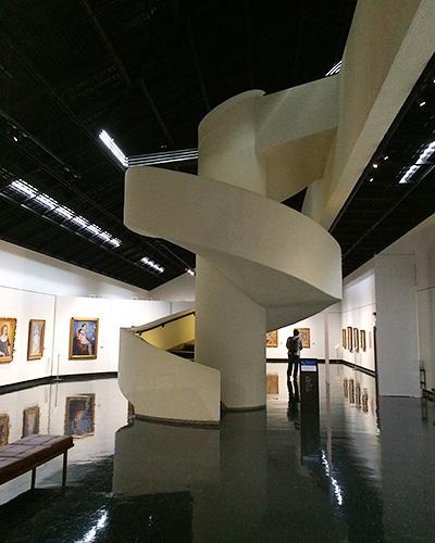 展示スペースは2階まで続きます
