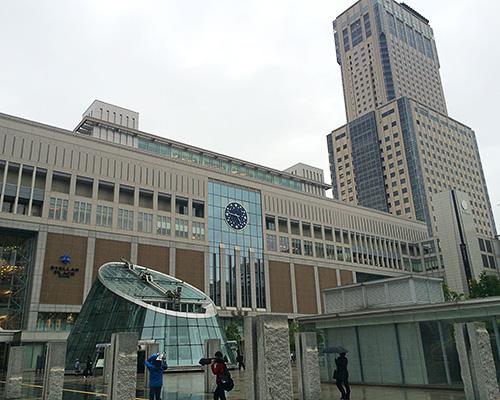 天気の怪しい札幌駅