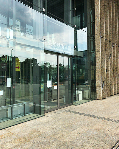 長崎県美術館の入り口