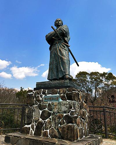風頭公園の名物「龍馬像」