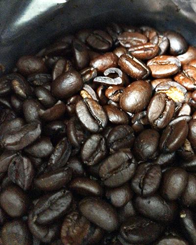 コクがありそうな色付きのコーヒー豆