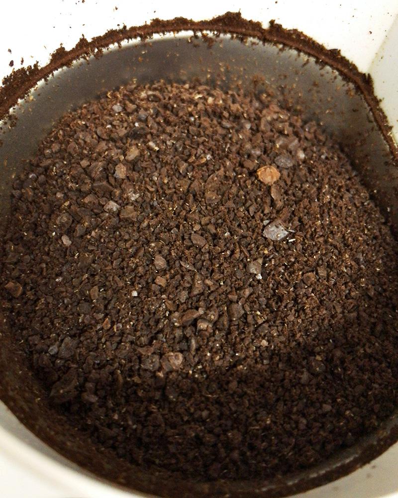 コーヒー豆を粗めに挽く